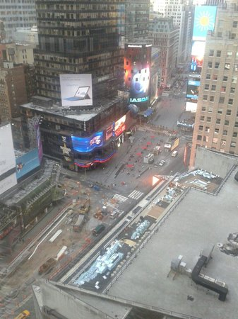 New York Marriott Marquis: View of Time Square from Room 2037 day time