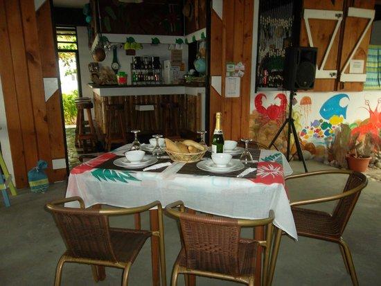Calibishie Sandbar: Dinning area & Bar.