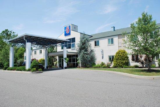 Motel 6 Pottstown: Building