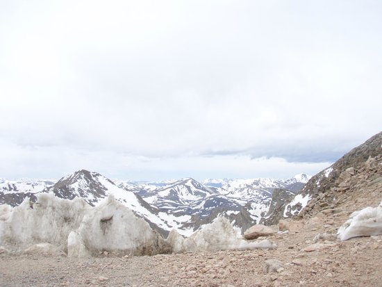 Mount Evans : Cold up there in Mid June
