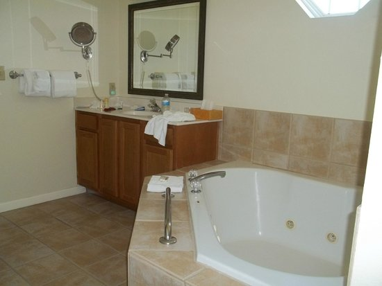 Wyndham Governor's Green : Extra large ensuite bathroom