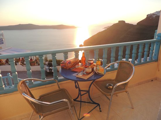 Vallas Apartments: Sunset picnic on front shared balcony