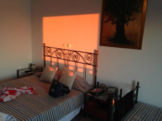 Vallas Apartments : Nice sunset glow in the apartment