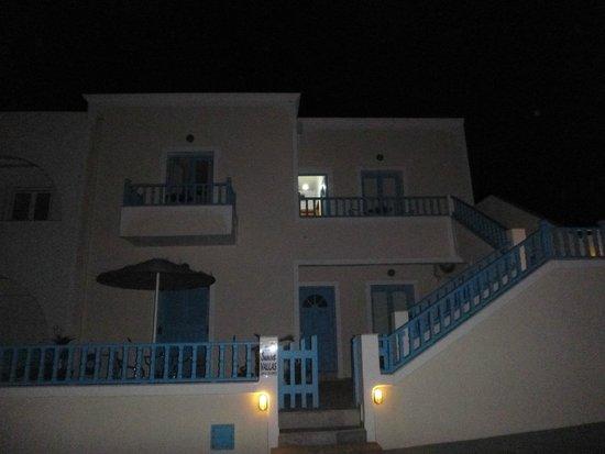 Vallas Apartments: The apartment complex