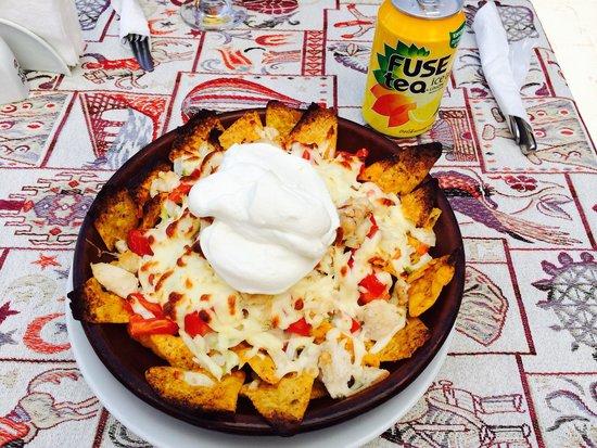 Fat Boys Bar: GF chicken nachos