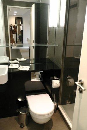 Adina Apartment Hotel Hamburg Michel : Bad
