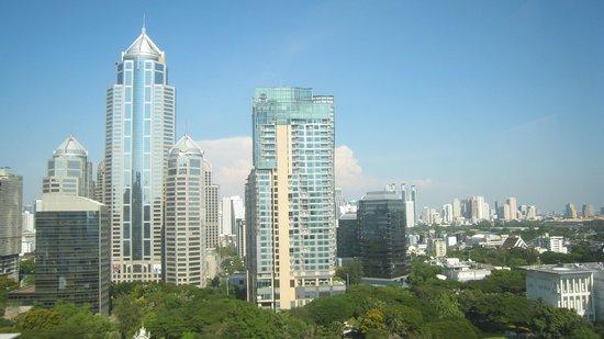Centre Point Hotel Chidlom: Вид из окна люкса на дневной Бангкок