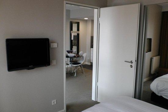 Adina Apartment Hotel Hamburg Michel : Blick aus dem Schlafzimmer