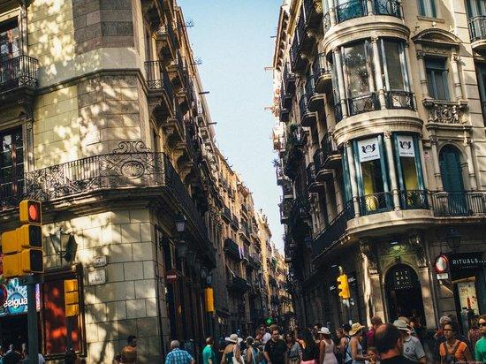 Las Ramblas: alley