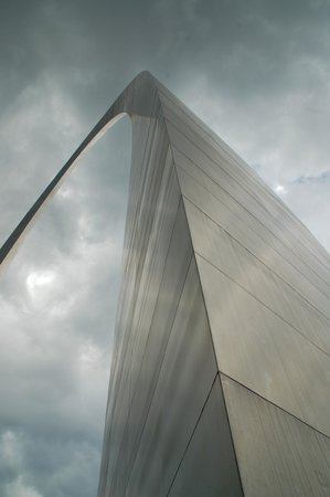 A view of the Gateway Arch from the bottom