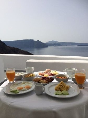 Canaves Oia Hotel: Breakfast with a view of Caldera