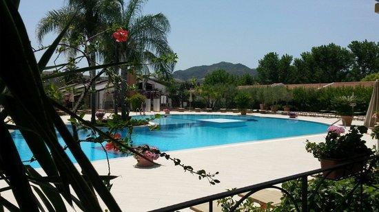 Vascellero Club Resort: Piscina solarium villaggio Vascellero!!!!