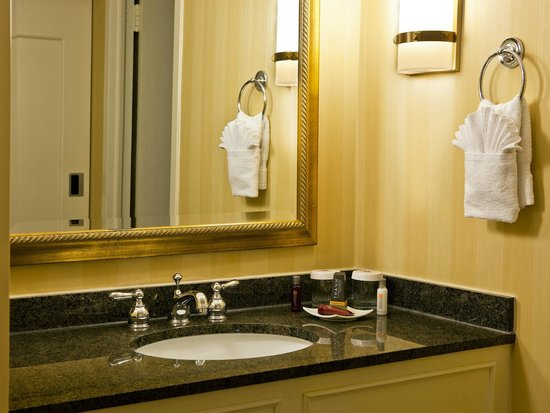 Denver Marriott City Center: Guest Room Bathroom