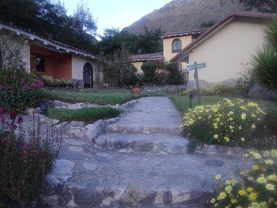 Hotel Hacienda del Valle: ホテル入り口付近から奥