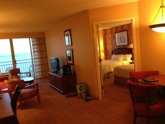 Courtyard Virginia Beach Oceanfront/North 37th Street: Spacious, suite room