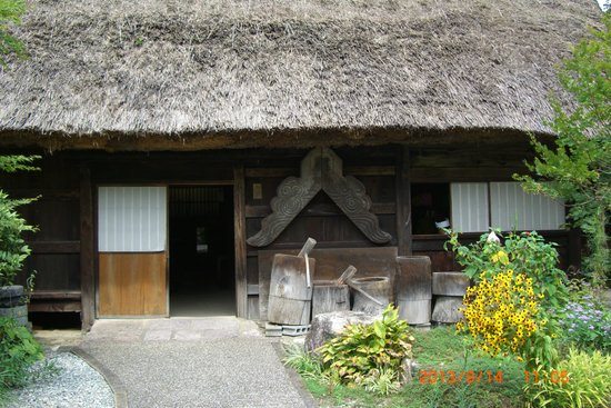 Gero Onsen Gasshomura: 合掌造りの建物です