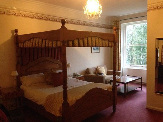 Ebury Hotel and Serviced Apartments : Squeaky bed