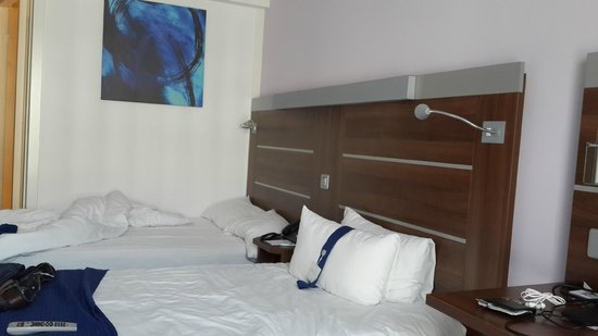 Holiday Inn Express Marseille-Saint Charles : bed room