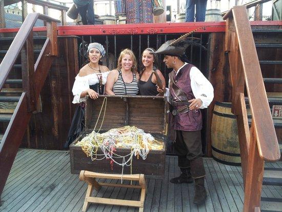 Barco Pirata Jolly Roger Cancún: We found the treasure ship!