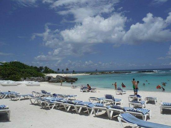 Grand Sirenis Riviera Maya Resort & Spa: ocean view from the beach