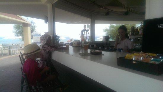 Mayor Capo Di Corfu: дети сами заказывают себе сок