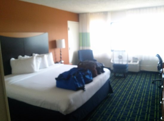 Red Roof Inn & Suites Atlantic City: Great room!!!