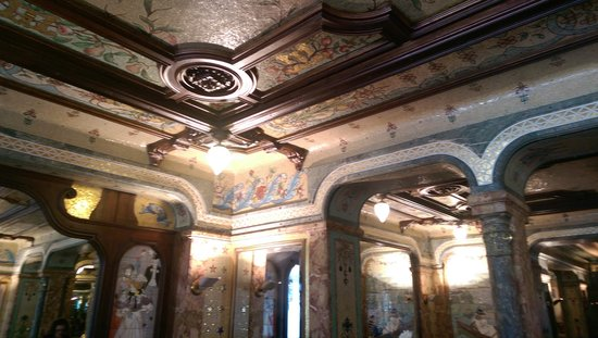 Mollard: Highly ornate interior with Italian frescos