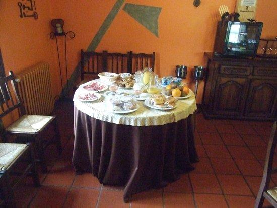 La Antigua Ferreria Hotel Rural : mesa de desayuno tipo buffet
