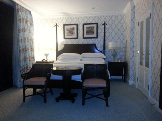 The Breakers: Oceanfront Suite Bedroom