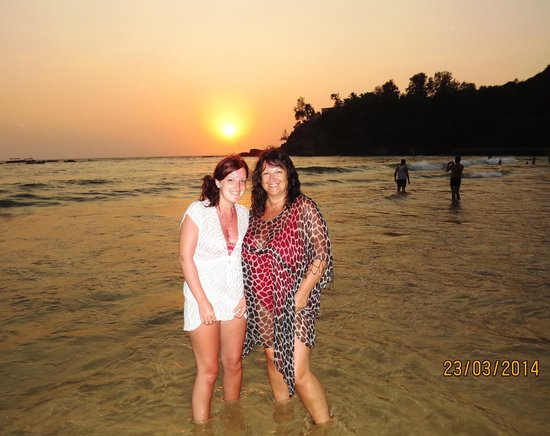 Baga Beach: Wife and daughter, Baga sunset