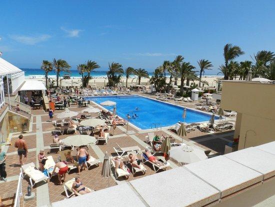 ClubHotel Riu Oliva Beach Resort : solarium y piscina