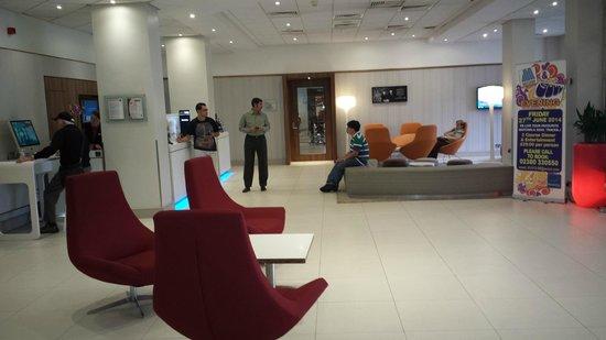Novotel Southampton: Lobby