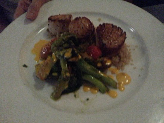 Zola Kitchen and Wine Bar: Scollops.  Special.