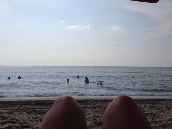 Sun Tower Hotel & Suites: Relaxing on the beach right outside our room!
