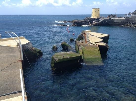 Madeira Regency Club : The broken seawall June 22nd 2014[anybody got any cement?]