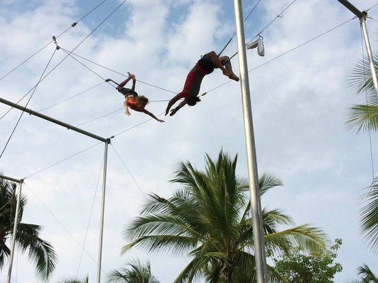Club Med Ixtapa Pacific: flying on the trapeze