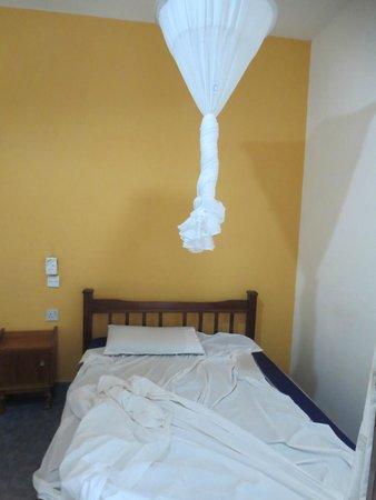 Dhows Inn: bedroom