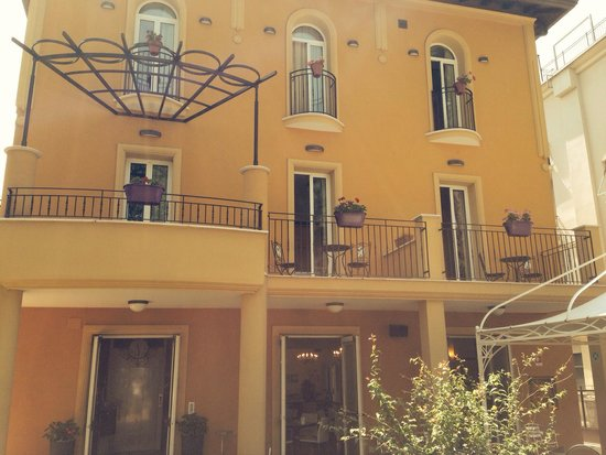 Hotel Alibi: Главный фасад