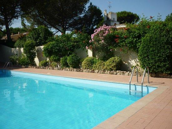 peaceful pool area: fotografu00eda de Is Benas Country Lodge, San Vero ...