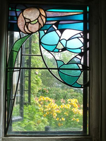 Bowness-on-Windermere, UK: window in the porch