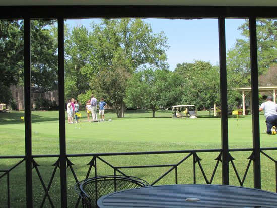 Woodlands Hotel & Suites - Colonial Williamsburg : Half hour golf clinic behind Williamsburg Inn