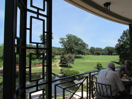Woodlands Hotel & Suites - Colonial Williamsburg: Great place for lunch at Golden Horseshoe Gold Club!