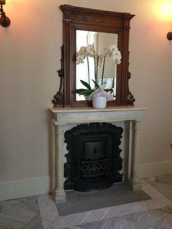 Hotel Villa Sylva: Fireplace