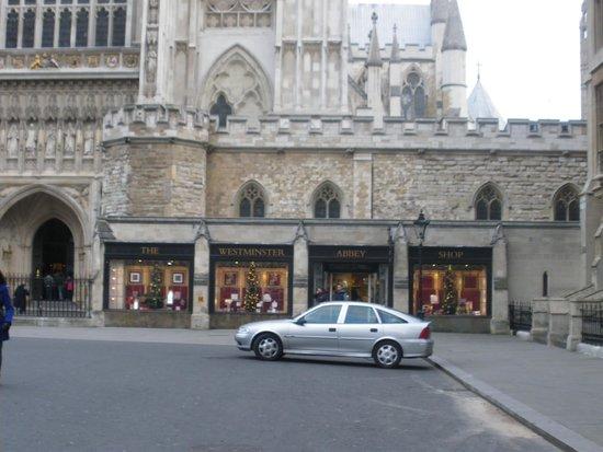 Houses of Parliament: Vista laterale del negozio di souvenirs