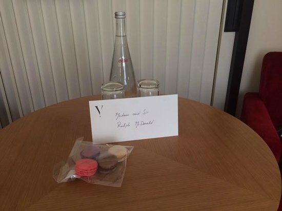 Five Seas Hotel Cannes: Nice touch..