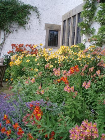 Bowness-on-Windermere, UK: The garden