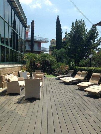 Hotel Villa Sylva: Outdoor seating area at front of building