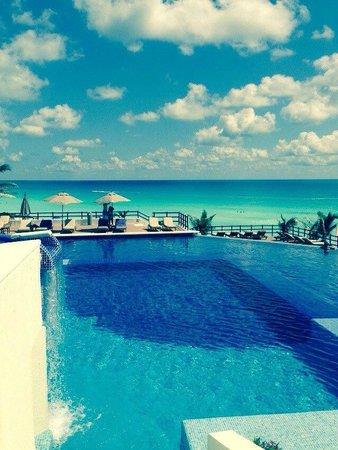 Grand Oasis Sens: very nice pool