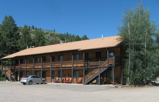 Ute Bluff Lodge, Cabins & RV Park : View of lodge