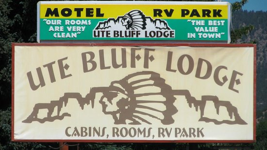 Ute Bluff Lodge, Cabins & RV Park : Sign at road